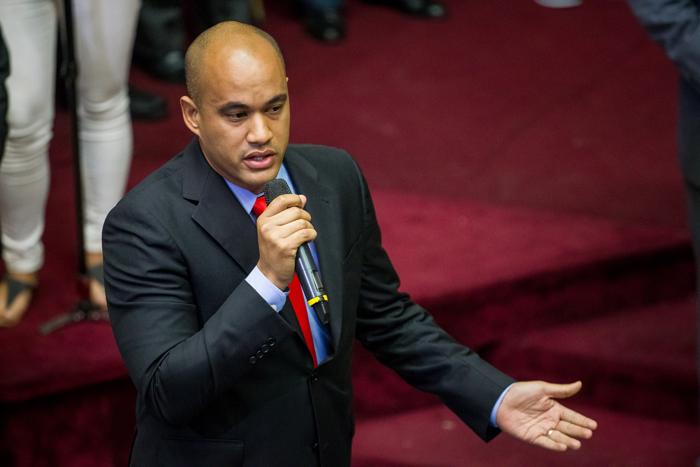 CAR10 - CARACAS (VENEZUELA), 05/01/2017.- El diputado por el Partido Socialista Unido de Venezuela (PSUV) Héctor Rodríguez participa en una sesión de la Asamblea Nacional hoy, 5 de diciembre del 2016, en Caracas (Venezuela). El nuevo presidente de la unicameral Asamblea Nacional de Venezuela (AN, Parlamento), el diputado opositor Julio Borges, fue juramentado hoy como jefe del Legislativo en sustitución de Henry Ramos Allup, así como dos nuevos vicepresidentes de la Cámara, también opositores. EFE/MIGUEL GUTIÉRREZ