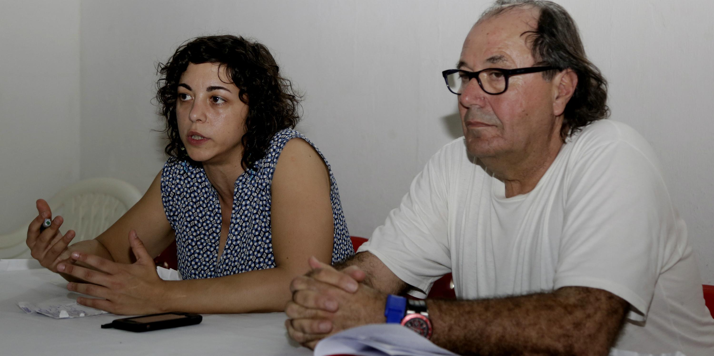 La eurodiputada española de Podemos y vicepresidenta de la Comisión de Relaciones con América Andina, Tania González (i), y el concejal de Podemos en Gijón (Asturias), Mario Suárez (d). EFE