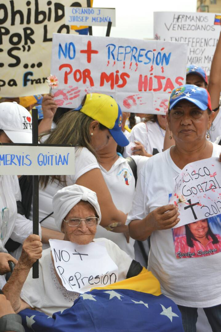 MARCHA DE LAS MUJERES EN EL ZULIA 06.05 (3)