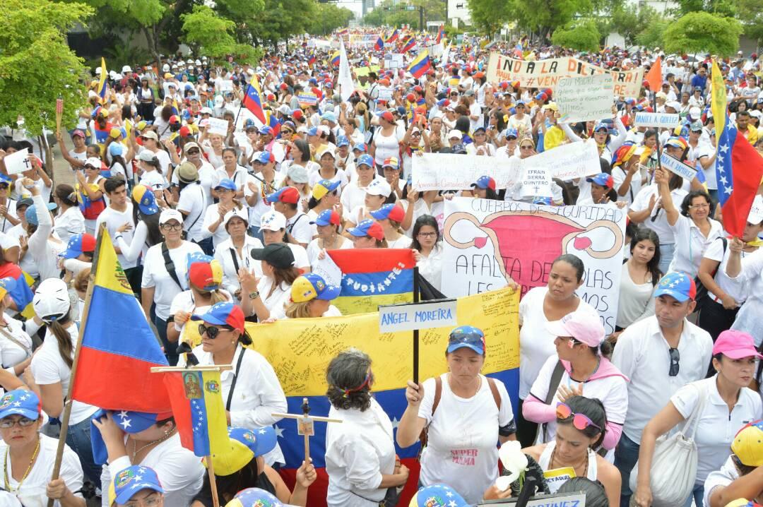 MARCHA DE LAS MUJERES EN EL ZULIA 06.05 (9)