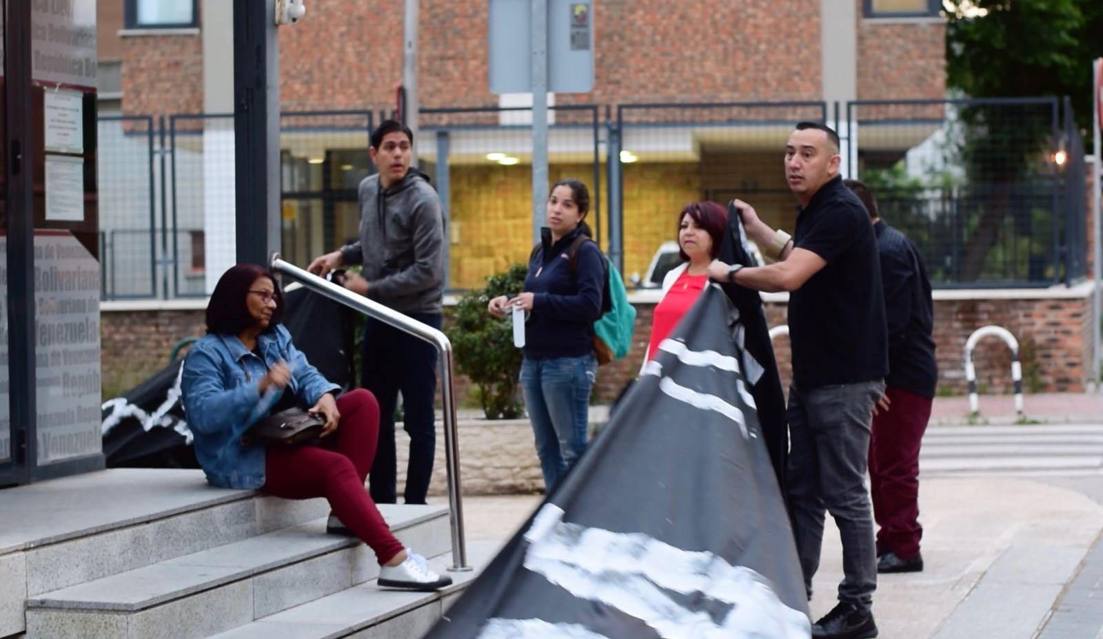 PROTESTA EN CONSULADO DE VZLA EN MADRID 17MAYO - 2