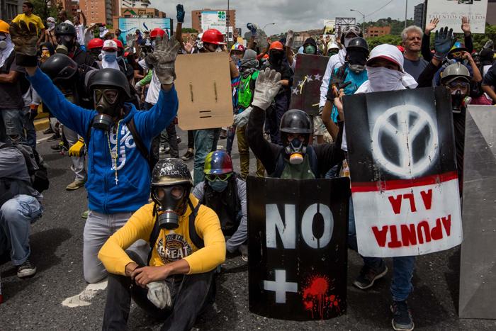 escuderos-la-resisntencia-marcha-oposicion