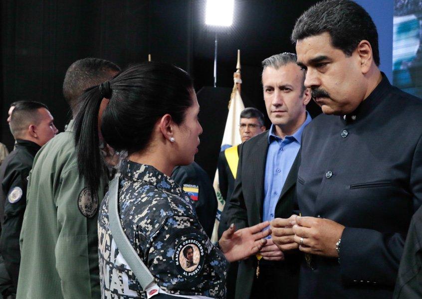Maduro con Policías
