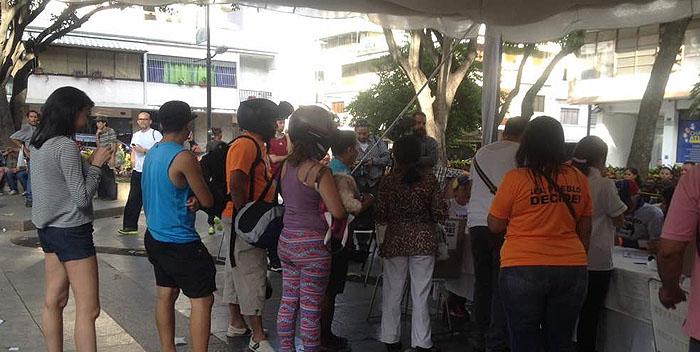 cola plaza bolivar chacao